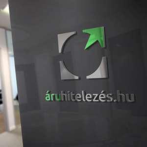 40plusz_logotervek_referencia_latvanyterv_1